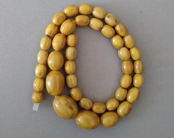 Vintage or Antique Butterscotch Marbled Caramel Bakelite Beaded Necklace; Amber Bakelite Bead Necklace
