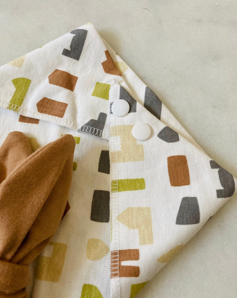 Baby cotton cloth bibs with CAROLUSDESING buttons