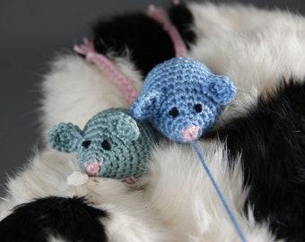Mouse Cat Teaser Toy - Crochet Pattern - PDF in 4 languages: US & UK English, German, Dutch