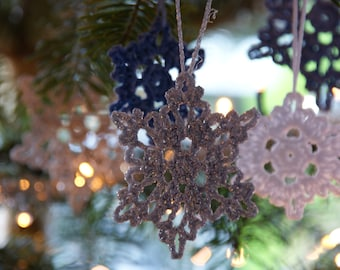 Delightful Snowflake Ornaments for Christmas - Crochet Pattern - PDF in 4 languages: USA & UK English, German and Dutch