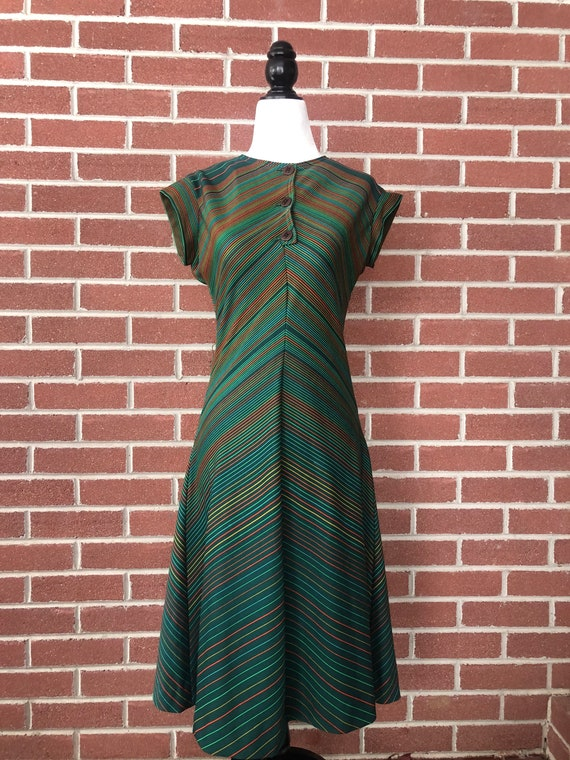 1970s does 1930s green chevron dress with deco but