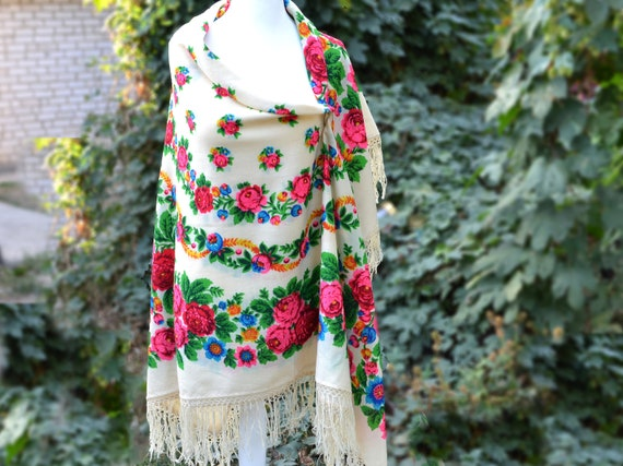 Piano shawl Antique shawl Chale russe