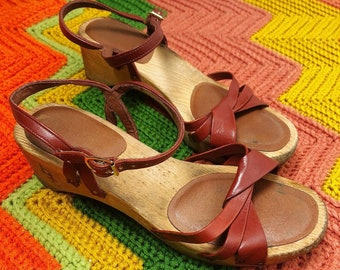 8e7fb109ab Vintage 70s Bare Traps Leather Sandals / Wooden Sole / US 5