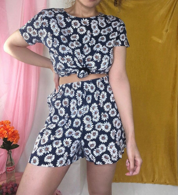 Vintage 90s Two Piece Shorts Set / Daisy Floral /