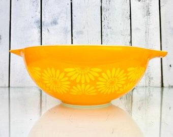 vintage farmhouse. Mid century modern sunflower nesting bowls
