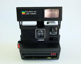 Polaroid 600 Model 640 Instant Film Camera with bag, Vintage
