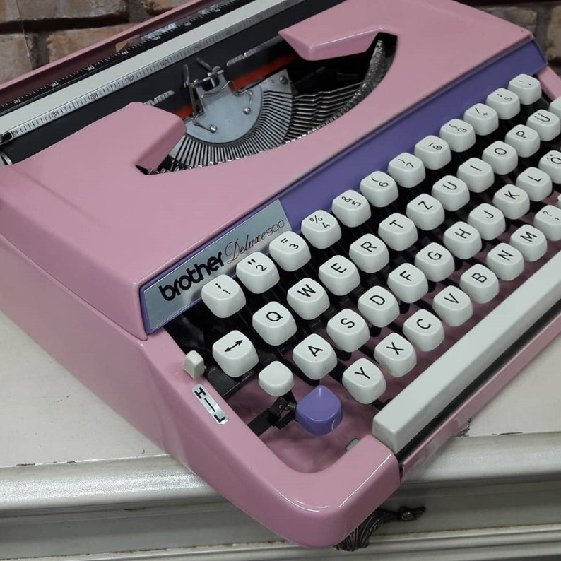 *BROTHER DELUXE900 Rare Model Very Nice Office Gift Typewriter ANTIQUE collection !