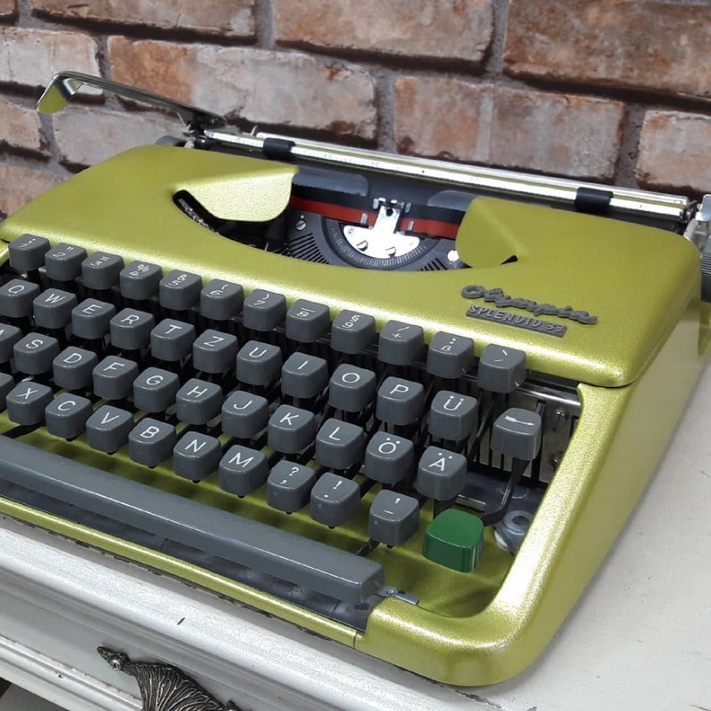 ANTIQUE collection ! Very Nice Office Gift OLYMPIA splendid33  Rare Model Typewriter