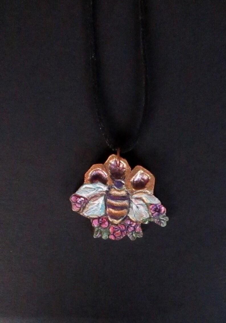 Handmade wooden bee pendant,bee jewelery,bee,wooden pendant,bee pendant,woman pendant,wood,woman jewellery,woodcrafting,summer,flowers