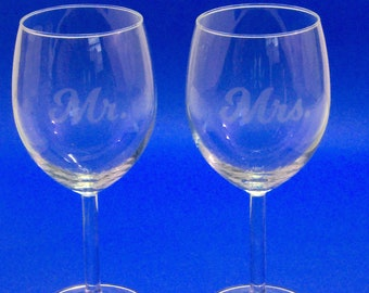 Lot of 2 glasses engraved Mr and Mrs, wine glasses, wedding gift, party, custom, batch of 2, couple, married, laser engraved text, first name