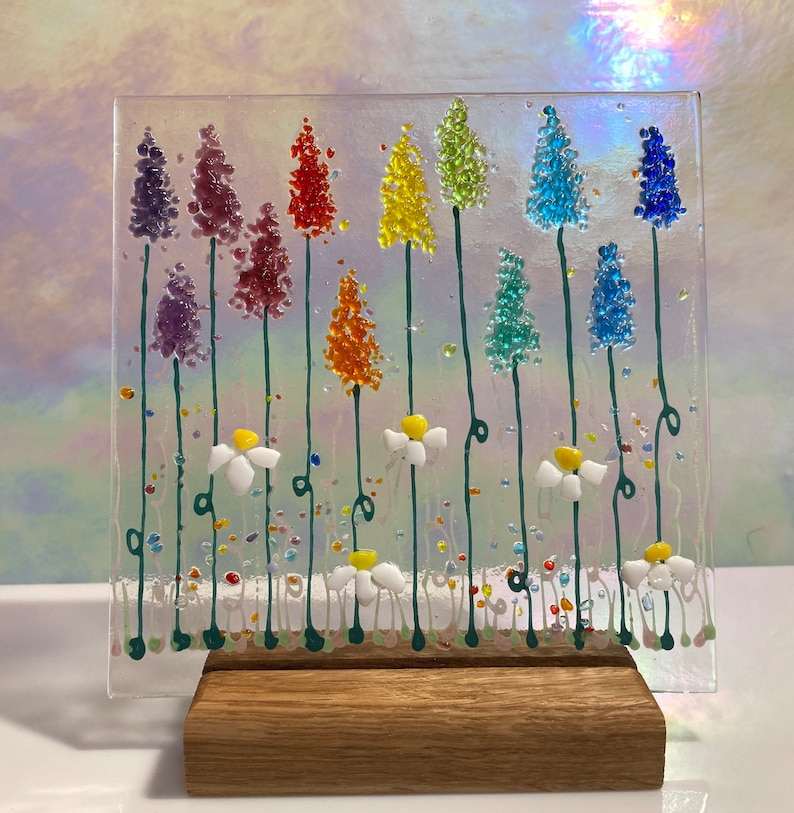 Cheerful Daisy /& Rainbow Flowers fused glass Art Picture Sun Catcher including wooden display stand