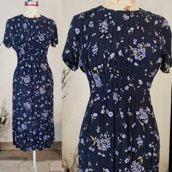 Vintage 1990s does 1940s floral light blue dress!