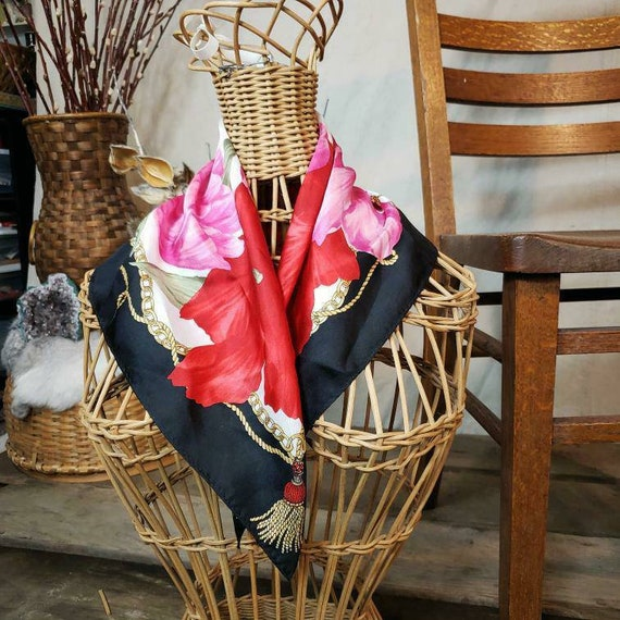 Vintage oscar de la renta floral silk scarf!