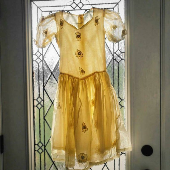 Vintage pale yellow 1930s dress!