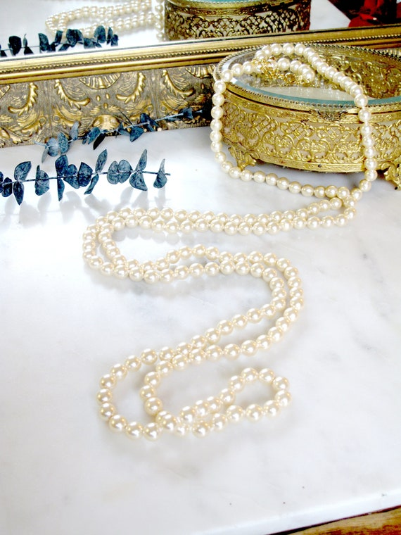 Vintage Signed Joan Rivers Pearl Long Necklace