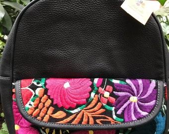 bdcb3f918 Bolsa artesanal de piel tipo back pack