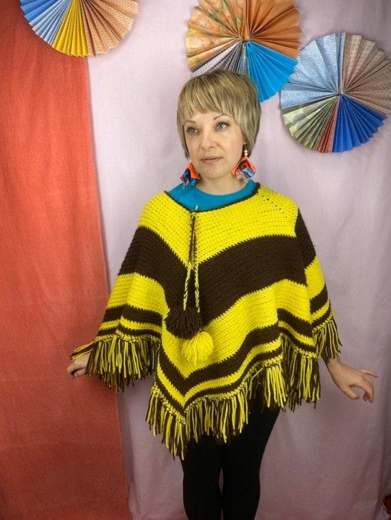 1970s Knit Poncho   One Size