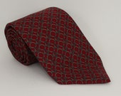 Saks 5th Ave Burgundy and Gold quot Chain Link Pattern quot Made in USA Men 39 s Silk Tie