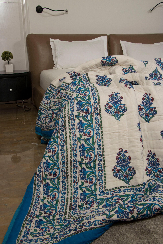 Quilt Comforter- Block-printed Floral Quilt avec bordure - Floral Quilt - QUEEN SIZE 90» x 108»