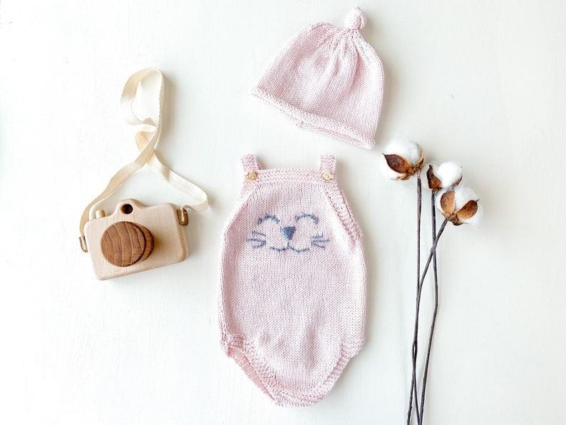 Pink cotton baby bodysuit 0-3 months Knitted cat bodysuit Knitted baby beanie Baby girl gift