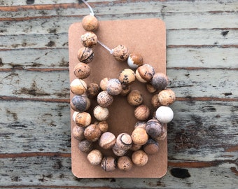 Mixed sizes Cork beads natural
