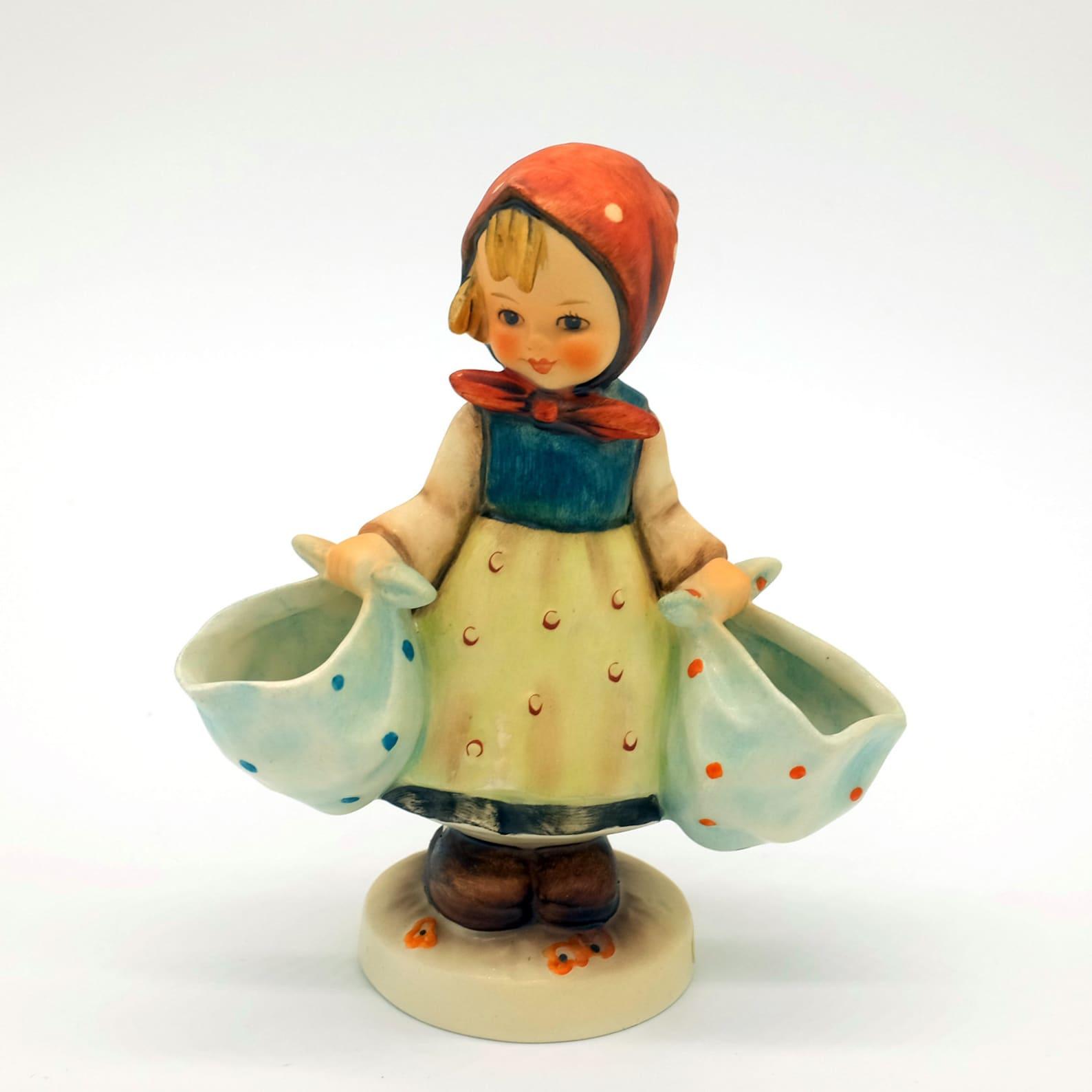 Mother's Darling Hummel, Hummel figurine, Girl figurine, helper figurine, little helper, daughter gift, mother gift