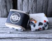 Handmade Icelandic Soy Wax Candle. Iceland Rowan berries and 2000 years old Lava stones. Apple/cinnamon scent. Handmade gift.Iceland art