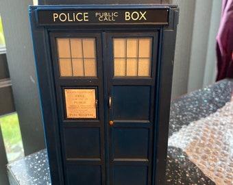 Doctor Who © 1963 - 2005 Tardis Toy