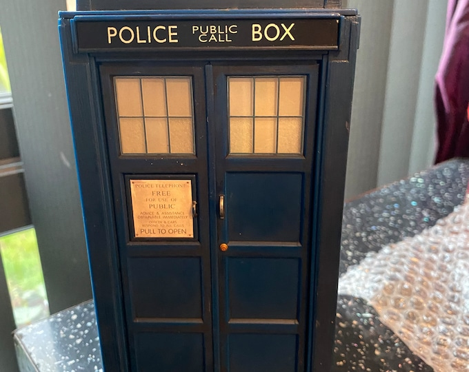 Doctor Who © 1963 - 2005 Tardis Toy