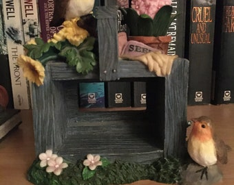 Robin Garden Scene Ornament