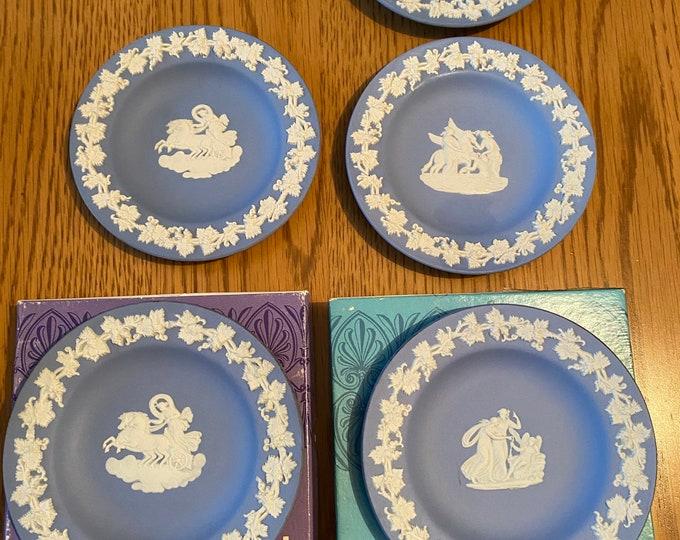Wedgwood Jasperware Set of Five Plates 2 pairs
