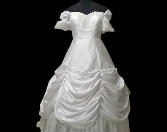 b229679f9cc3 2019 New white elegant Halloween Cosplay dress Renaissance Gothic  Historical dress D-333