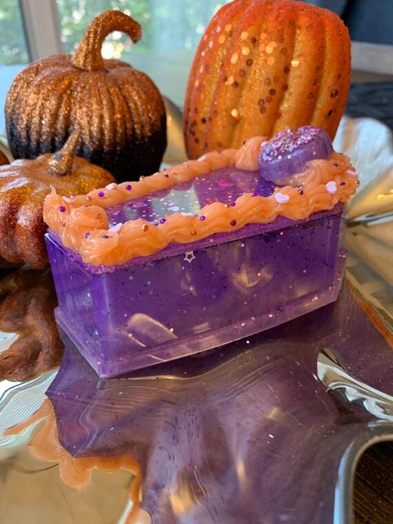 Cute Halloween decoden trinket box.