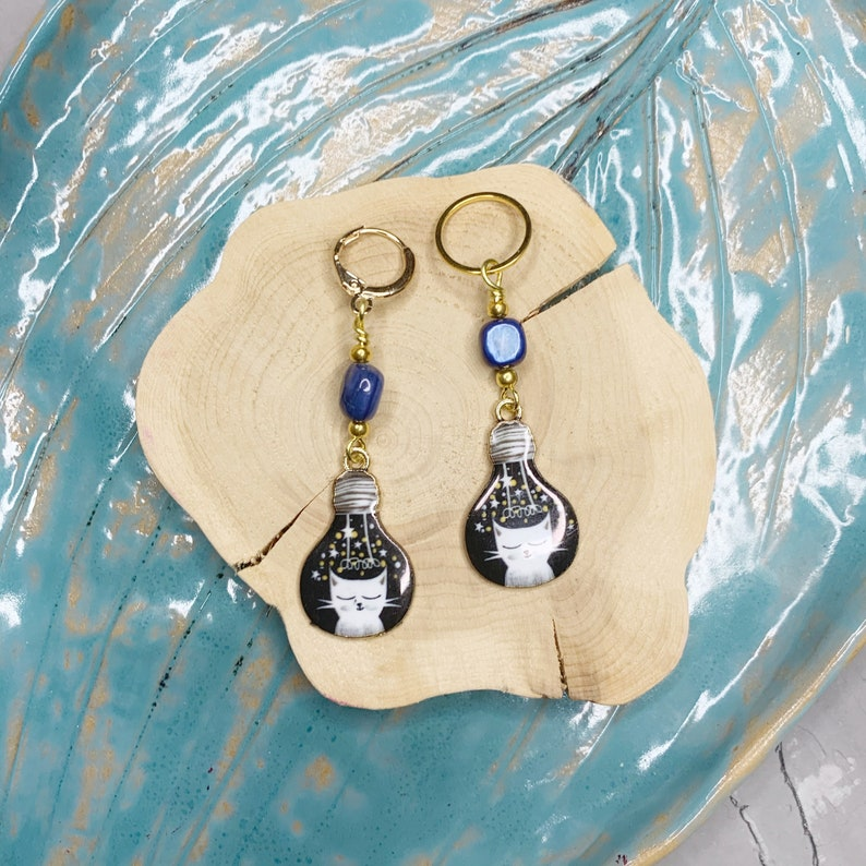 gift for a knitter One ring stitch marker for knitting or crocheting with a cat charm progress keepers