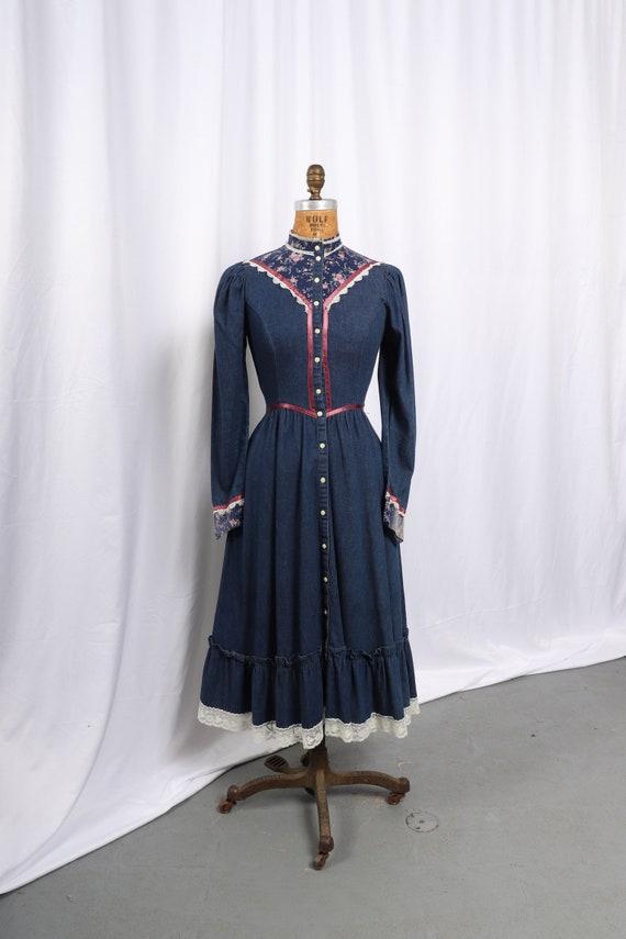 Vintage 1970s Gunne Sax Denim and Calico Dress, R… - image 3
