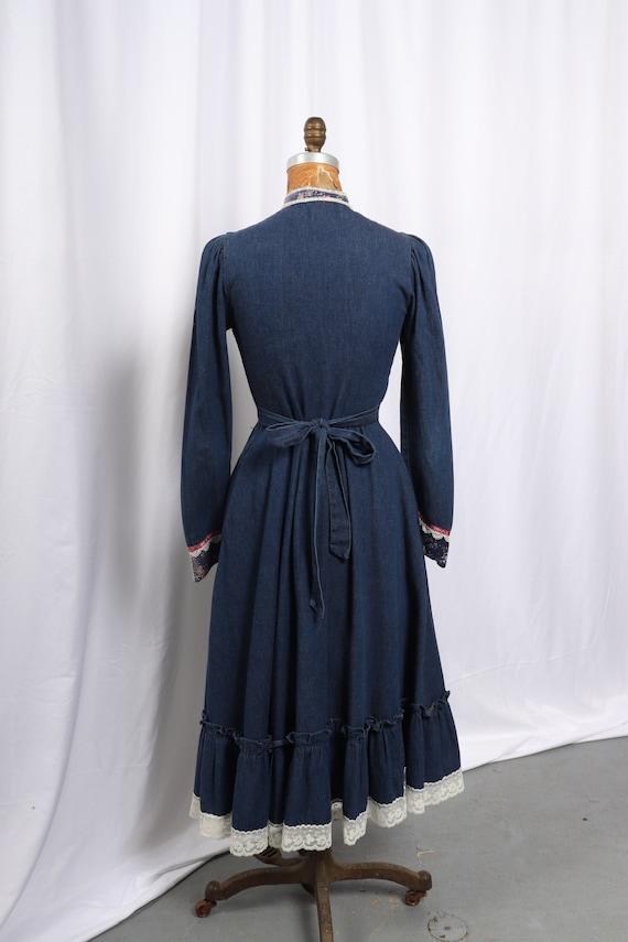 Vintage 1970s Gunne Sax Denim and Calico Dress, R… - image 9