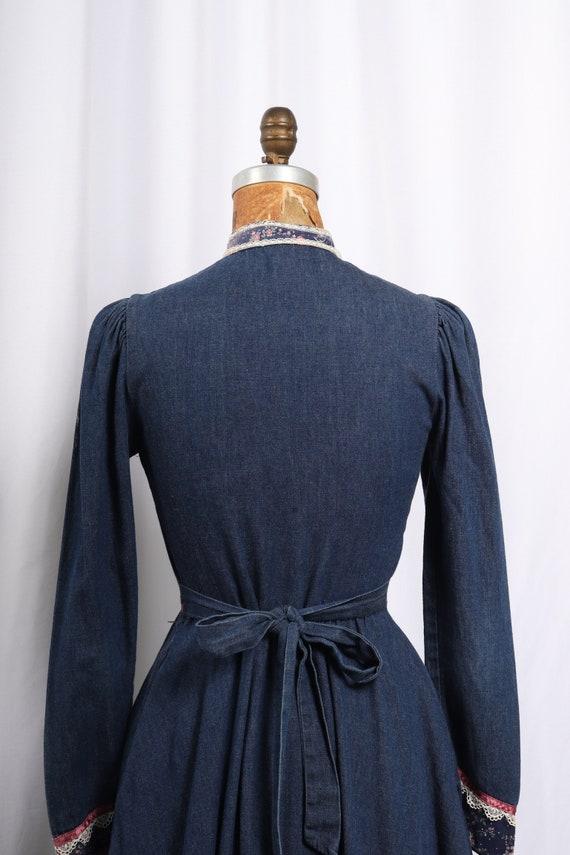 Vintage 1970s Gunne Sax Denim and Calico Dress, R… - image 2