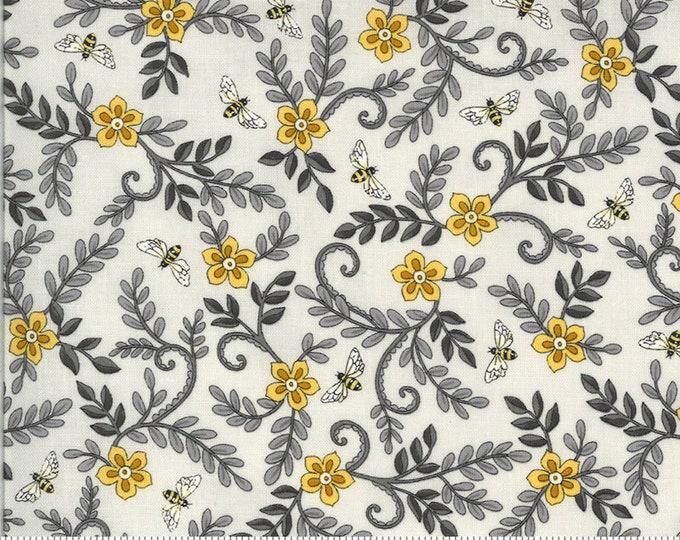 Moda, Dove Grey Floral, Bee Grateful