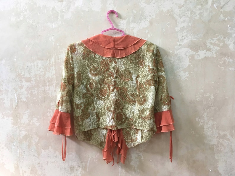 Romantic frilly plus size blouse Jabot V neck blouse in 1970s fashion Vintage ruffle blouse with paisley pattern