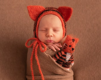 Tiger bonnet and toy. Stuffed knitted tiger toy. Newborn photo props. Girl photo props