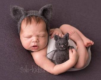 Newborn bat set. Newborn bat bonnet and stuffed toy bat. Knitted baby photo props.