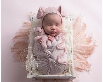 Newborn pig set. Pig bonnet. Stuffed pig toy. Newborn photo props. Baby knitted hat.