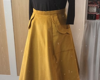 Rock Severina in mustard yellow, in the style of the 50s, like Mrs. Maisel