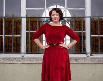 Noble velvet dress Sophia in beautiful bordeaux colored velvet, in the style of the 50s, submarine neckline