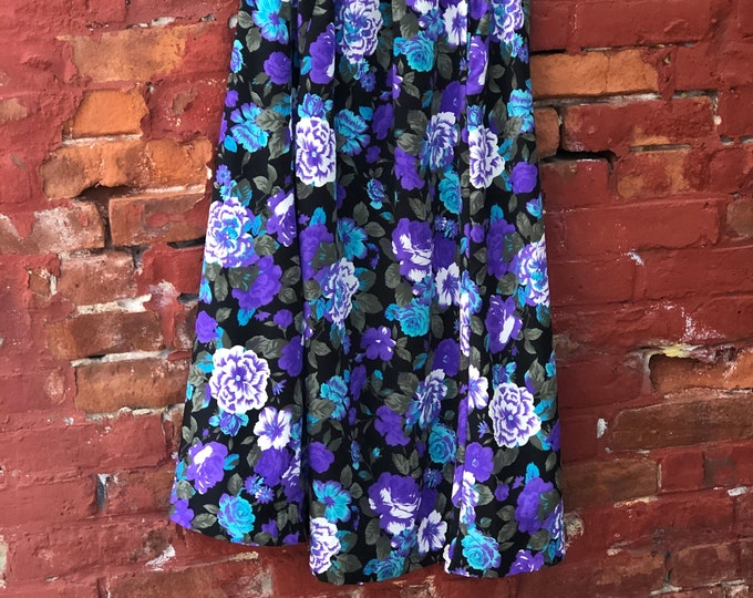Beautiful Vintage 1970's Floral Pattern Dress