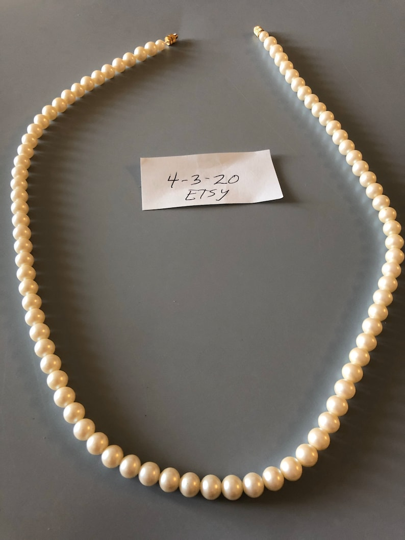 Cute faux pearl necklace