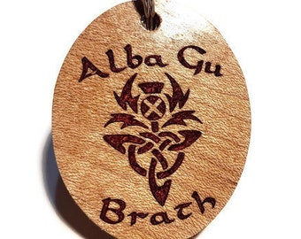 Scottish Keychain Alba Gu Brath Key Ring / Luggage Tag - Scotland Forever, Scottish Thistle & Celtic Trinity Knot, Resin Inlay Sycamore Wood
