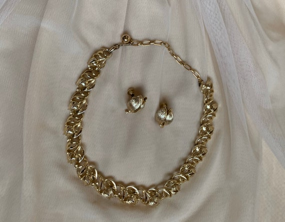 Vintage Lisner Signed Necklace and Earring Jewelery Set