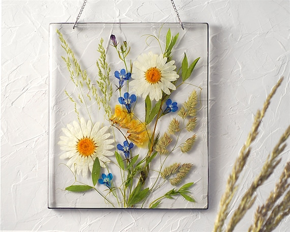 Pressed flower art Resin art decor Frame with wildflowers Meadow flowers Birthday flowers gift Dried daisies Frame with wildflowers