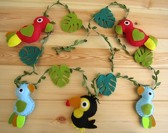 Garland forest animals (parrots and toucan) in felt. Garland birds. Decoration child bedroom, baby. Gift, Birthday.